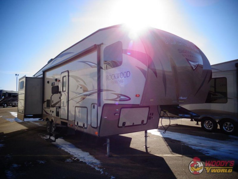 2017 FOREST RIVER ROCKWOOD SIGNATURE ULTRA LITE 8301 WS