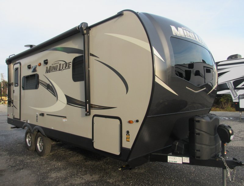 2021 FOREST RIVER ROCKWOOD MINI LITE 2205S