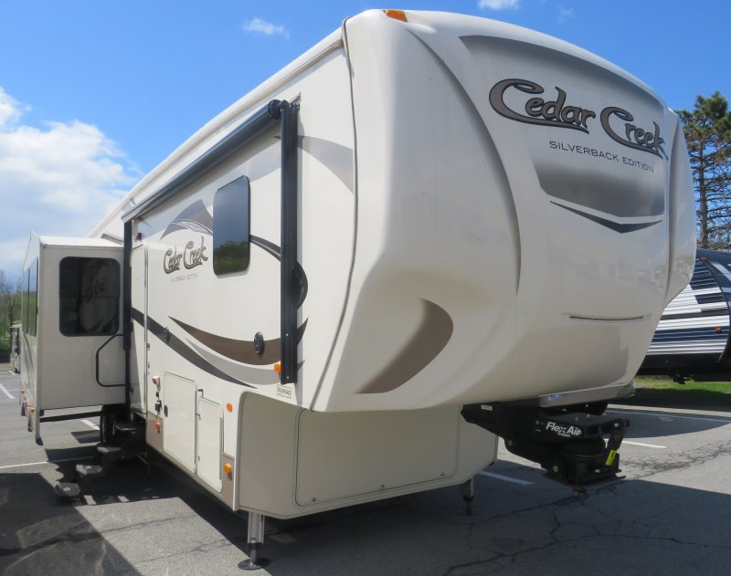 2017 FOREST RIVER CEDAR CREEK SILVERBACK 37BH