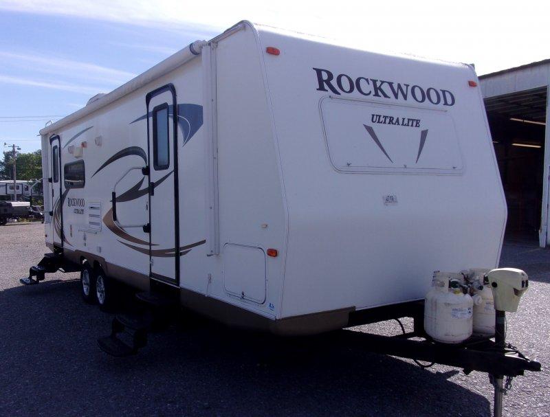 2011 FOREST RIVER ROCKWOOD ULTRA LITE 2604