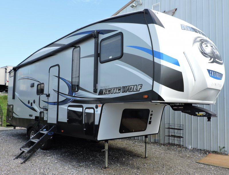 2019 FOREST RIVER CHEROKEE ARCTIC WOLF 265DBH8